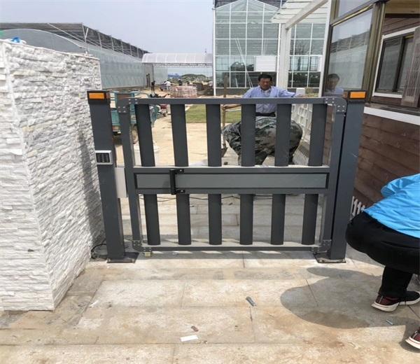 徐州张集农业试验站选择徐州门道智能科技电动铝合金小门